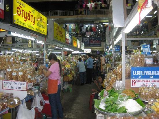Pak Chiang Mai: Market nearby