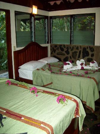 Black Rock Lodge: Beds decorated for the Honeymooners!
