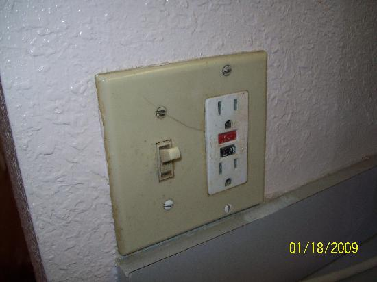 Royal Inn : Light Switch in Kitchen Area