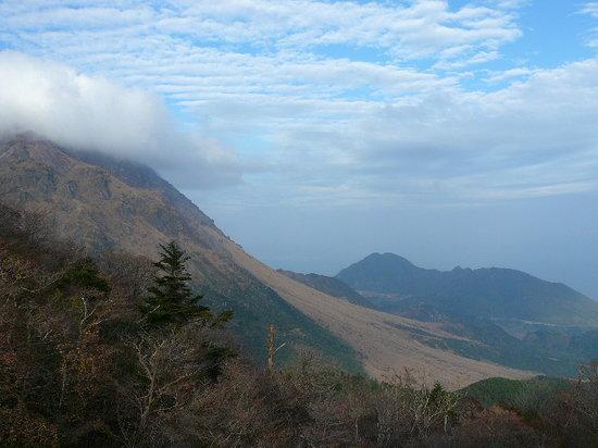 Unzen, Nhật Bản: 噴火のあとが茶色く