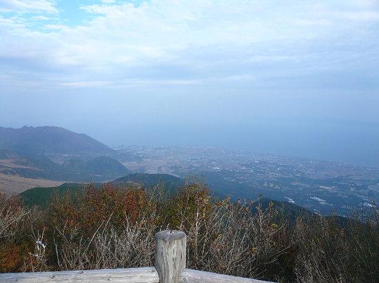Nita Toge: 眺めは最高に良く、眼下の小浜が見えます