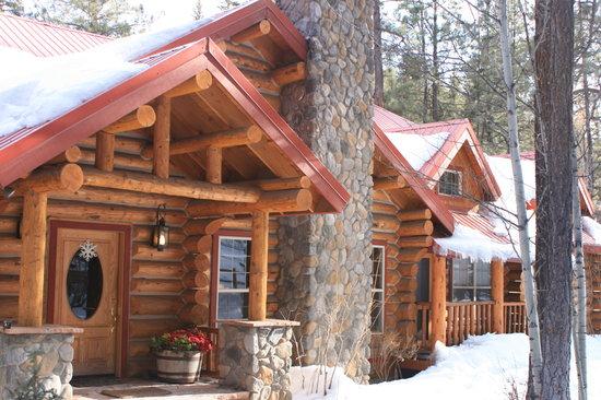 Red Setter, Arizona's Riverside Retreat: Outside Red Setter Lodge