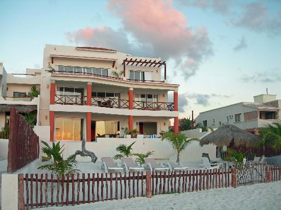 Casa del Viento: View of House from Beach