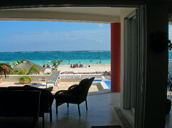Casa del Viento: View toward beach from living room