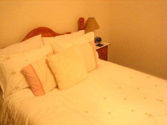 Falconhurst: The big comfortable bed