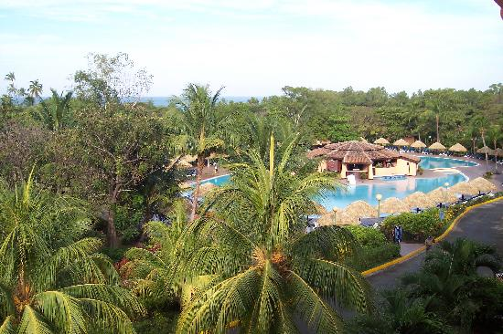 Barceló Montelimar Beach: View overlooking the pool