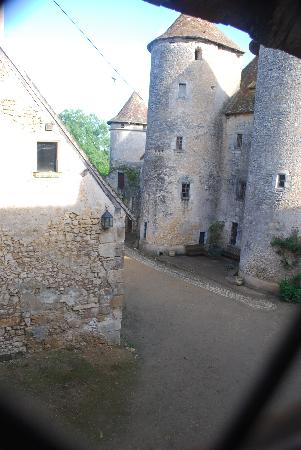 Chateau de Forges: The courtyard from our window at Forges Castle
