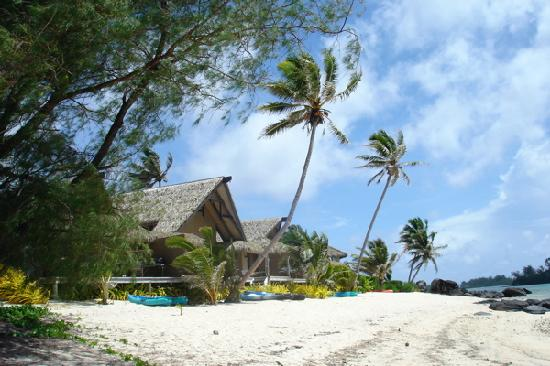 Captain James Retreat: the beach looking left -next door is Te Manava Luxury Villas & Spa