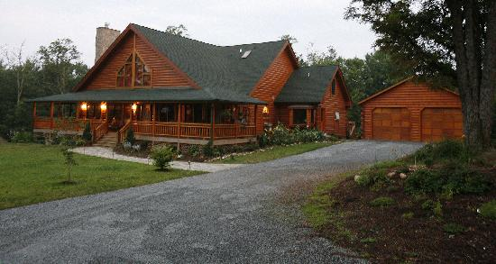 Glade Valley Bed and Breakfast : A beuatiful log home near Blue Ridge Parkway