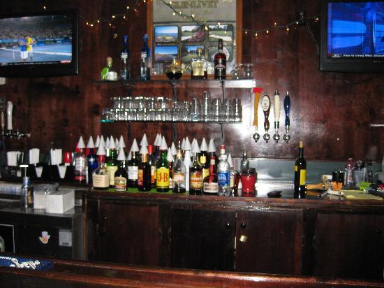 Shamrocks Sports Bar & Grill: bar @ Shanmrock's