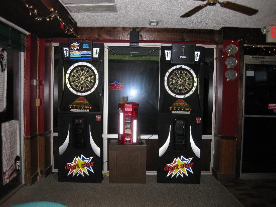Shamrocks Sports Bar & Grill: darts @ Shamrock's