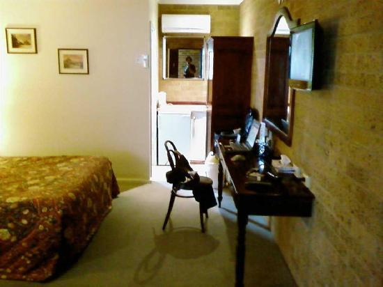 Lincoln Cottage Motor Inn: Standard room 1