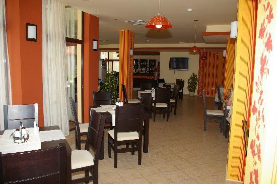 Rose Village Apartments: restaurant