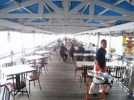 Harbor View Restaurant: Eating on the pier