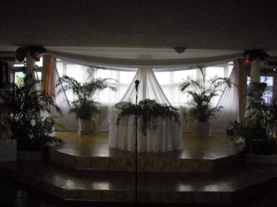 WesternBay Boqueron Beach Hotel: Stage for wedding reception