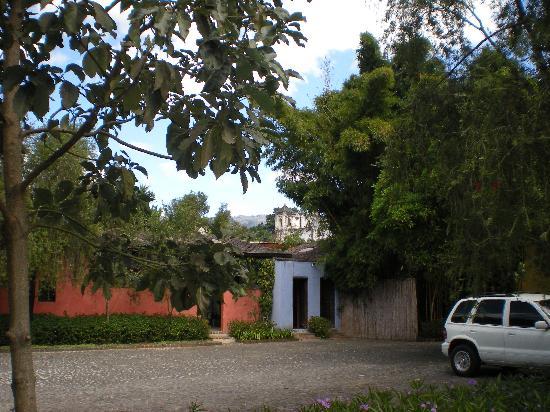 Quinta de las Flores: view of ruins from hotel