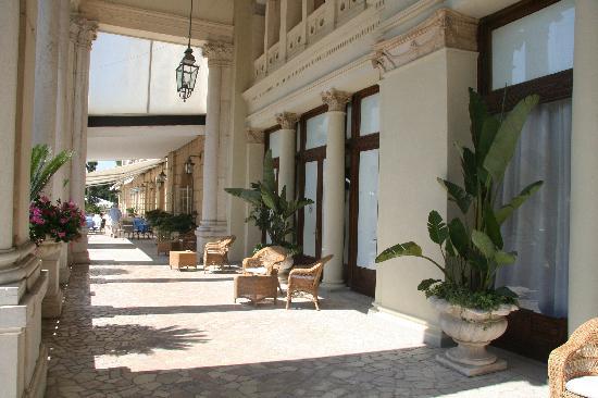 Lido di Venezia, Ιταλία: Front of Hotel des Bains