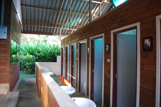 Gongkaew Chiangmai Home: Shared Shower room