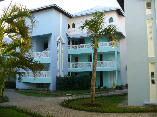 Grand Paradise Playa Dorada: room block