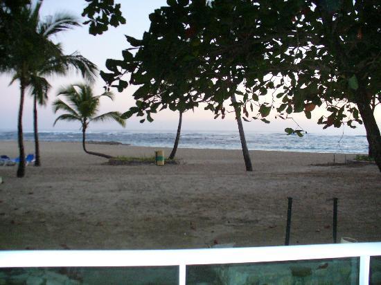 Grand Paradise Playa Dorada: beach in morning