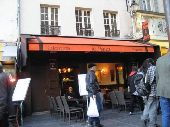 La Perla - Restaurant Italien : La Perla Entrance & Outdoor Seating