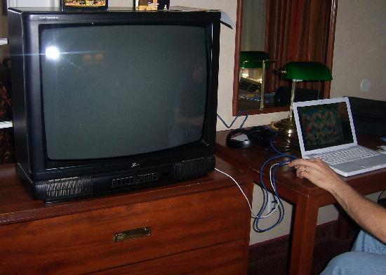 The Buena Park Hotel & Suites: computer desk