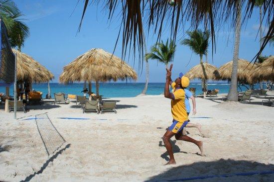 Iberostar Grand Hotel Bavaro : Playing v-ball on the beach with Wilfredo!