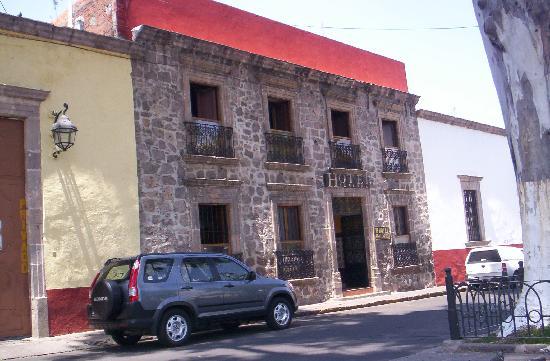 Hotel El Carmen: Este es el hotel desde el exterior