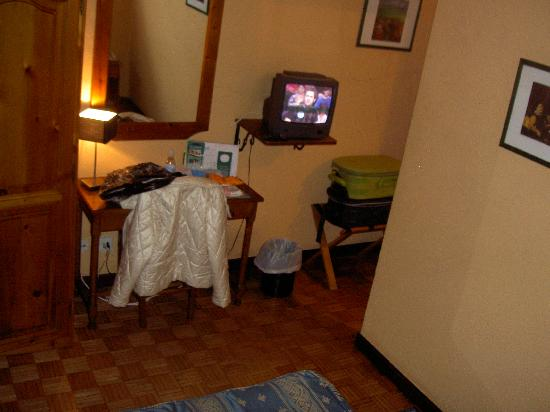 San Glorio Hotel : Habitación pequeña, pero funcional