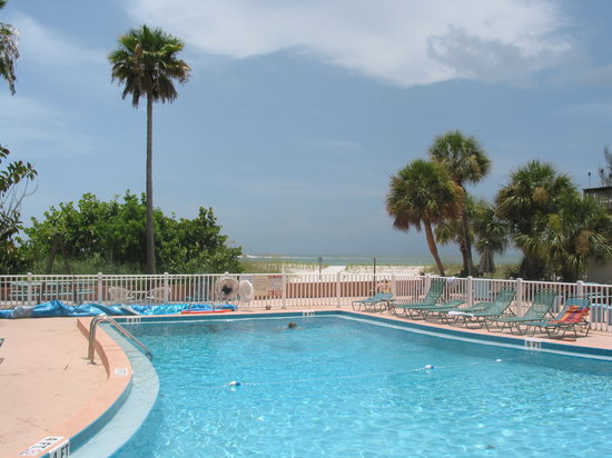 John's Pass Beach Motel: pool area