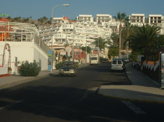 Castalia Vistamar: the hill up to the apartments. you soon get used to it