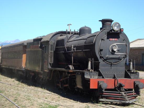 San Carlos de Bariloche, Argentina: locomotora de epoca en la estacion de bariloche