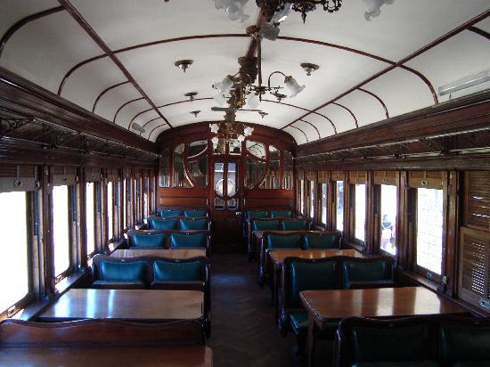 Tren Historico a Vapor Bariloche : uno de los vagones del tren con tapiceria verde