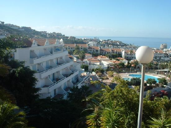 Castalia Vistamar : looking down to the apartments from the hill behind