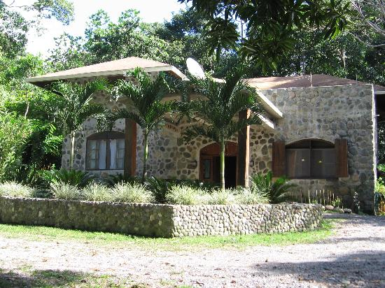Casa Cangrejal B&B Hotel: A view of the Hotel from the Road