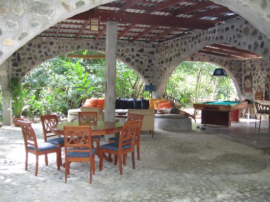 Casa Cangrejal B&B Hotel: Common area in the back yard
