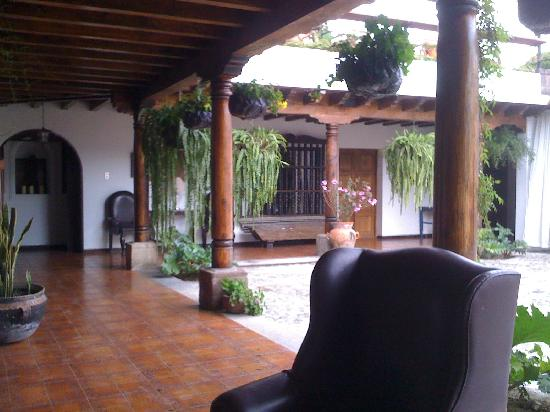 Hotel Casa La Capilla: Courtyard and other rooms