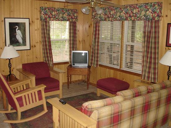 Stephen C. Foster State Park : Cabin 6 - Living Room