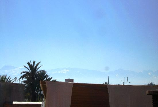Relais & Châteaux Ksar Char-Bagh: View from the Roof Terrace of the Atlas Mountains