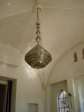 Ksar Char-Bagh: Restaurant Chandelier