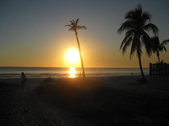 Fort Myers Beach, FL: Sunset on the beach