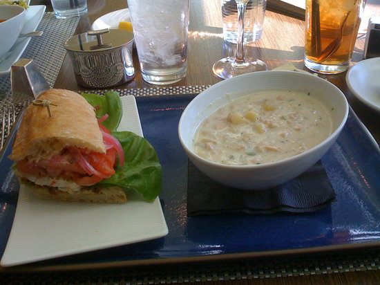 Simon Restaurant & Lounge : Blue Plate Special of the day- Fish sandwich with clam chowder