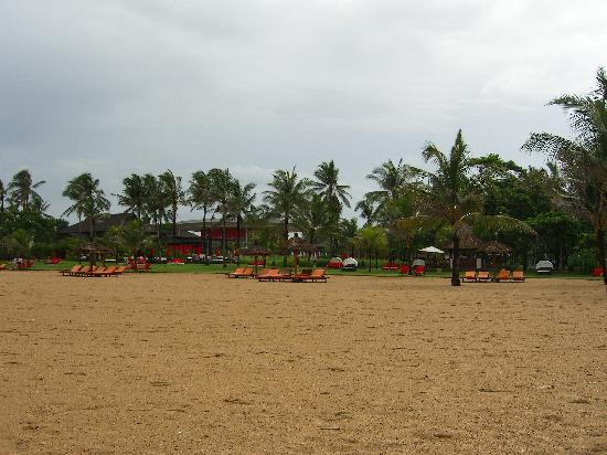 Club Med Bali : Nusa Dua beach looking back at club med