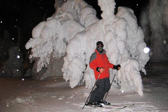 Ruka : Night-skiiing is great fun.