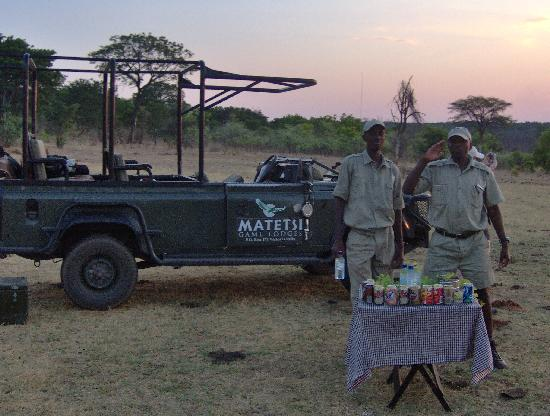 Matetsi Private Game Reserve: Break during games drive, they serve drinks and food while watching the sunset.