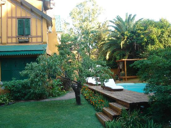 La Soñada: View from garden to house and pool