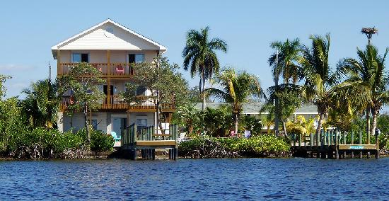 A-Bayview Bed and Breakfast: The Inn from my kayak - inviting, isn't it?