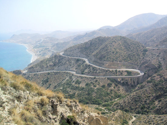 Almería, Španielsko: Road down from the top of the park
