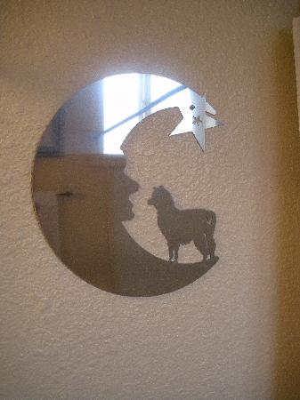 Alpaca Inn: Alpaca mirror!!