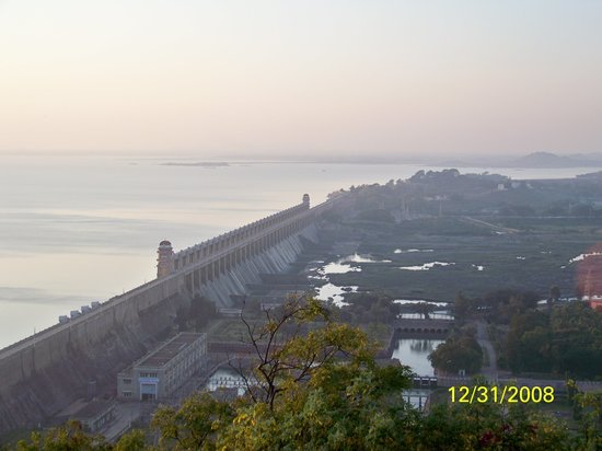 ‪Tungabhadra Gardens and Dam‬